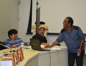 Benedito Barbosa,  do Fórum Nacional de Reforma Urbana. Ao fundo, José Jonas e  Paulino Montejo, que também discutiram o direito à terra.