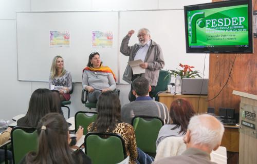 Mariana, Salete e Jacques debateram o assunto no auditório da Fesdep   Foto: Guilherme Santos/Sul21
